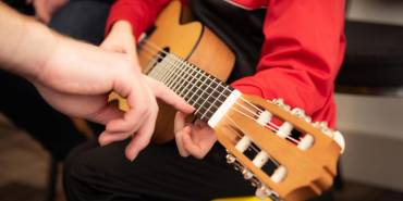 Surge in Guitar Sales Leads to More Interest in Guitar Lessons